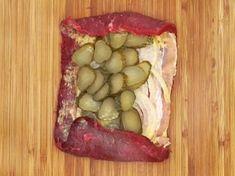 Rouladenbraten schichten Sausage, Grilling, Food And Drink, Healthy Recipes, Snacks, Meat, Chicken, Dinner, Cooking