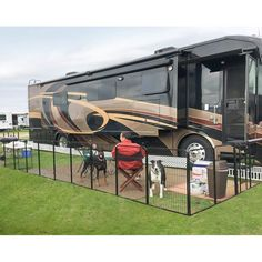Indoor Dog Fence, Dog Playpen Indoor, Outdoor Dog, Indoor Outdoor, Travel Trailer Camping, Camping Life, Rv Life, Camping Ideas, Rv Travel