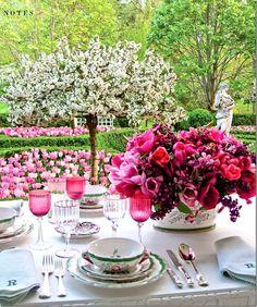 Carolyn Roehm Table   #entertaining #flowers #tabletop