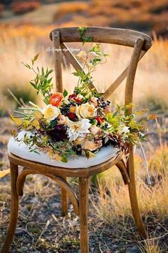 The beauty of nature and the comfort of rustic simplicity. Love Flowers, Beautiful Flowers, Wedding Wows, Good Morning Flowers, Rose Cottage, Cozy Place, Mosaic Art, Belle Photo, Pretty Pictures