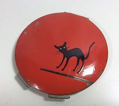 Vintage ART DECO Compact * Pillar Box Red With ** Scared Black Cat **
