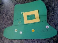 Make a St. Paddy's day hat    http://www.toddlercraft.net/craft-projects/st-patricks-day-crafts/