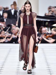 Bei Burberry Prorsum schmückte ein hauchzarter, angedeuteteter Raglanärmel das coolste Outfit der ganzen Kollektion.