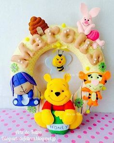 Baby room decor - Winnie the Pooh Baby Crafts, Felt Crafts, Diy And Crafts, Crafts For Kids, Felt Mobile, Baby Mobile, Felt Name Banner, Felt Wreath, Felt Books