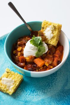 This vegan Black Bean Chili is a one-pot, budget recipe to feed your family on Meatless Monday. Great vegetarian chili recipe!