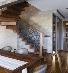 Oferujemy nowoczesne i eleganckie schody drewniane dywanowe, wspornikowe, podwieszane, półkowe. Zapoznaj się z galerią realizacji firmy BRODA! Stair Railing Design, Home Stairs Design, Modern House Design, Living Room Partition Design, Grill Door Design, Outdoor Stairs, Stairs Architecture, Wooden Stairs, House Stairs