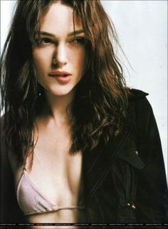 From Bend It like Beckham to Pride and Prejudice to Pirates of the Caribbean movies, she has been truly spectacular. Here are some of the smokin hot Keira Knightley bikini. Elizabeth Bennet, Elizabeth Swann, English Actresses, British Actresses, Keira Knightley Bikini, Divas, Keira Christina Knightley, Stars Nues, Bend It Like Beckham