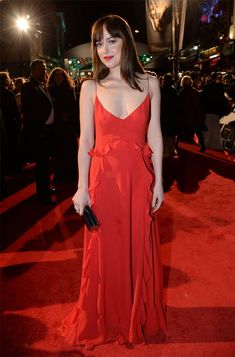 Atriz Dakota Johnson no red carpet do Bafta 2016.
