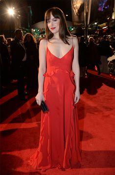 Atriz Dakota Johnson no red carpet do Bafta 2016.