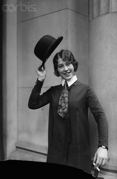 Flapper with necktie, bowler hat, and cigarette, London (© Bettmann/CORBIS, 20s Fashion, Fashion History, Vintage Fashion, Female Fashion, Vintage Photographs, Vintage Images, Derby, Flapper Era, Bowler Hat