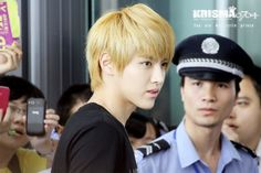 The security guard is astounded to Kris' presence! cr krisma0704)