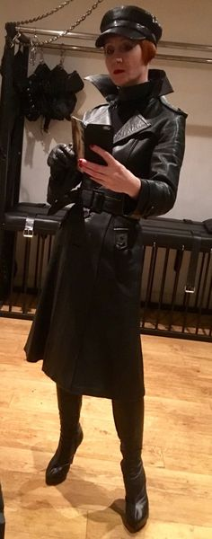 Long Leather Coat, Leather Cap, Black Leather, Leather Jacket, Vintage Outfits, Female Villains, Leder Outfits, Alpha Female, Rain Wear