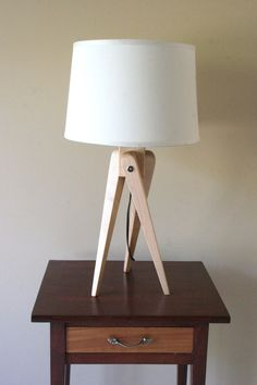 Tripod Table Lamp. I can make this.