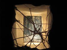dettaglio installazione Sara Dario in porcellana, fotografia, illuminazione