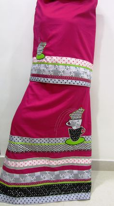 Ruby pink rida designed using the classic black, white and grey combination panels and laces with a hint of vibrant green. Hand made applique tea cups beautifully enhance this ensemble suitable for youngsters.