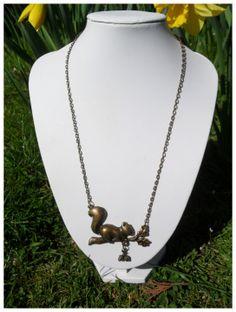 Original! Collier mi-long bronze petit Écureuil : Collier par alice-ayres