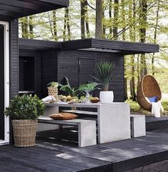 Outdoor Kitchen Ideas For The Best Summer Yet! Browse pictures of outdoor kitchen designs, outdoor kitchen plans, and outdoor kitchen essentials for ideas to create a beautiful, functional alfresco dining room. Outdoor Rooms, Outdoor Gardens, Outdoor Living, Outdoor Decor, Outdoor Kitchen Plans, Outdoor Kitchen Design, Terrasse Design, Patio Design, Design Exterior