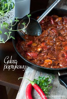 I cook: Beef stew with peppers and mushrooms Polish Recipes, Meat Recipes, Cooking Recipes, Healthy Recipes, Polish Food, Main Meals, Wok, Stew, Curry