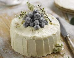 Country Vanilla Sponge Cake with sugared grapes - how beautiful! #cake #tea_party #food