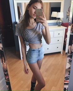 """starving-skies: """" mic-snow: """" not my photo ♡ """" ❤️ healthy thinspo ❤️ """" ♥♥♥ Super bulky crop tops, flat tummies, tiny waists ♥♥♥"""