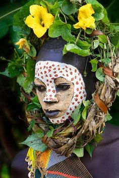 Risultati immagini per tribal flowers hat African Tribes, African Women, African Art, Cultures Du Monde, World Cultures, We Are The World, People Around The World, Out Of Africa, Africa Map