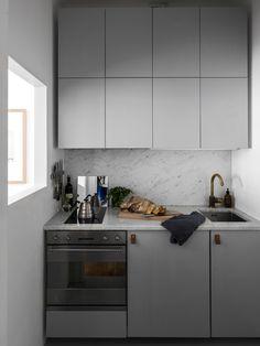 Jak ciekawie urządzić kawalerkę? Jedno z mieszkań z oferty szwedzkiej agencji Historiska to dowód na to, że nawet na małej przestrzeni można mieszkać stylowo!
