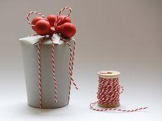 DIY Anleitung: Geschenkbox aus Pappbechern basteln // diy tutorial: gift boxes made out of paper cups via DaWanda.com