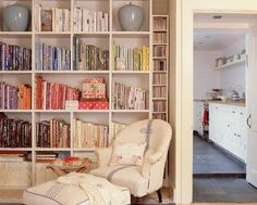 Country living room pictures and photos for your next decorating project. Find inspiration from of beautiful living room images Bookshelves In Living Room, Built In Bookcase, Bookcases, Home Library Design, Bookcase Styling, My Ideal Home, Home Libraries, Interior Design, House