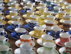 Keltainen kahvipannu: Kahvikuppi show Vintage Coffee Cups, Vintage Cups, Kitchenware, Tableware, Some Times, Plates, Finland, Countries, Recipes