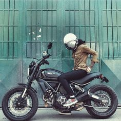 Ducati Scrambler Women Riding Motorcycles, Cars And Motorcycles, Motorcycle Design, Motorcycle Bike, Lady Biker, Biker Girl, Ducati Scrambler Custom, Scrambler Sixty2, Cb 500