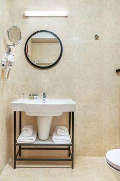 ★★★★ Metropolo by Golden Tulip Krakow, Krakau, Polen Hotel Krakow, Mirror, Bathroom, Furniture, Home Decor, Washroom, Decoration Home, Room Decor