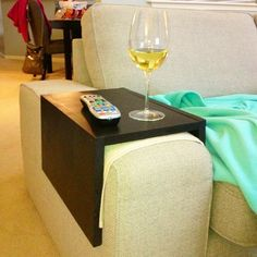 Порядок и комфорт: столики на подлокотники диванов и кресел - Наши дома