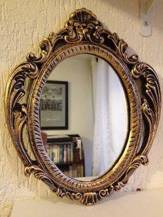 """Moldura Barroca em gesso, pintada à mão ao estilo """"Ouro Velho"""".  Com espelho."""