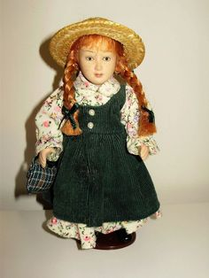 """GREAT CONDITION ANNE OF GREEN GABLE'S 6"""" PORCELAIN DOLL COLECTABLE."""