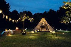 """Don't just sleep under the stars sleep with them! At festive lights we don't just camp... we Glamp, and we think you should too! El glamping es la combinación de """"glamour"""" y """"camping"""". Esta es la nueva tendencia en turismo: acampar, sí, pero con glamour."""