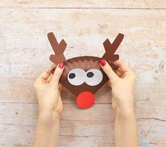 Have a few spare paper plates and need an easy Christmas craft idea to do with kids? Learn how to make this cool paper plate reindeer craft. Christmas Countdown Crafts, Christmas Arts And Crafts, Christmas Crafts For Kids, Simple Christmas, School Projects, Projects To Try, Reindeer Craft, Lesson Planner, Preschool Learning