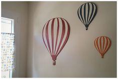 Déco murale : montgolfières découpées dans du  contreplaqué et peintes...