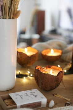 Home Candles, Diy Candles, Candle Jars, Bougie Rose, Coconut Shell Crafts, Candle Making Business, Blue Pottery, Homemade Candles, Pottery Designs