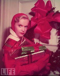A vintage holiday press shot featuring Hollywood legend Anne Francis, circa Vintage Versace, Vintage Dior, Vintage Vogue, Vintage Glamour, Noel Christmas, Retro Christmas, Vintage Holiday, All Things Christmas, Christmas Movies