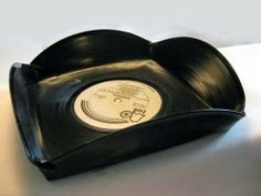 Old records turned into serving trays Nifty Records Diy, Old Vinyl Records, Vinyl Record Art, Vinyl Art, Craft Gifts, Diy Gifts, Vinyl Record Projects, Vinyl Platten, Record Bowls