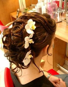 Awesome Hair with flowers in it