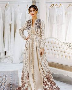 Image may contain: 1 person, standing Morrocan Dress, Moroccan Caftan, Party Dresses With Sleeves, Afghan Dresses, Arab Fashion, Caftan Dress, Chiffon Gown, Oriental Fashion, Mode Inspiration