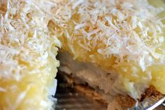 I didn't think pineapple-coconut week would be complete without a coconut cream pie. So I guess now pineapple-coconut week IS complete. Vegan Sweets, Vegan Desserts, Vegan Food, Raw Vegan, Delicious Vegan Recipes, Raw Food Recipes, Pineapple Top, Pineapple Coconut, Vegan Cake
