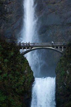 Multnomah Falls is a waterfall on the Oregon side of the Columbia River Gorge, east of Troutdale, between Corbett and Dodson, along the Historic Columbia River Highway.