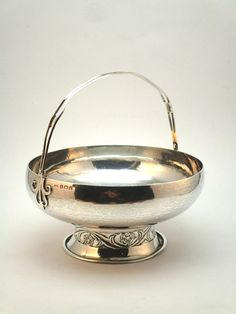 c1908 IMPORTANT NEWCASTLE HANDICRAFTS COMPANY, ARTS & CRAFTS SOLID SILVER BOWL