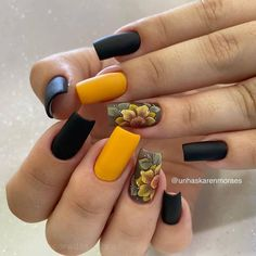Cute Summer Nails, Flower Nails, Manicure And Pedicure, Toe Nails, Usb Flash Drive, Hair Beauty, Lily, Polish, Nail Art
