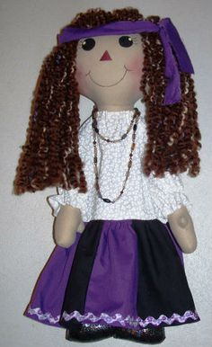 Lillie Mae's Crafts Free rag doll tutorial and pattern.