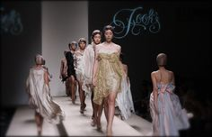 Hook's by Prapakas : ELLE Fashion Week 2008 Spring/Summer Re-Master for Thai Fashion ; EFW s/s 08 ชมภาพทั้งหมดได้ที่ ThaiCatwalk : http://thaicatwalk.com/?p=2244None