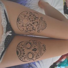 Sexy skull thigh tattoo for girls. Skull tattoo with a tribal influence. You'll find some flower hidden in those skull tattoo as well! Skull Thigh Tattoos, Girl Thigh Tattoos, Cute Girl Tattoos, Sugar Skull Tattoos, Sugar Skulls, Candy Skulls, Tattoo Thigh, Sexy Tattoos, Body Art Tattoos