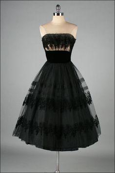 Vintage 1950s Dresses, Vintage Outfits, Vintage Clothing, 1950s Fashion, Vintage Fashion, Club Fashion, Emo Fashion, Pretty Dresses, Beautiful Dresses